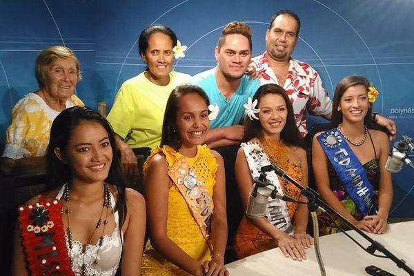 Miss Tahiti et ses dauphines dans les studios radio de Polynésie 1ère
