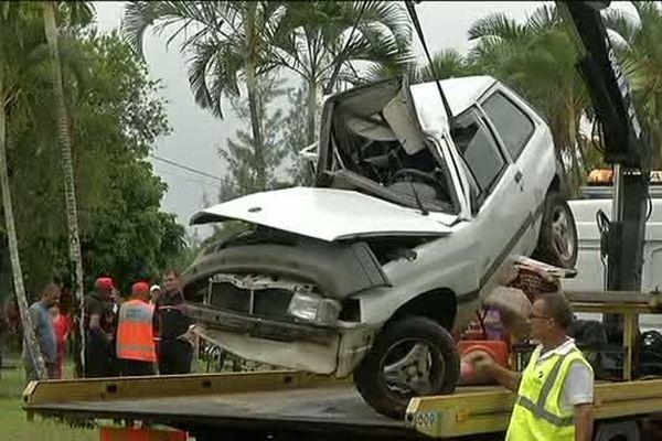 Accident Sainte-Rose : voiture accidentée