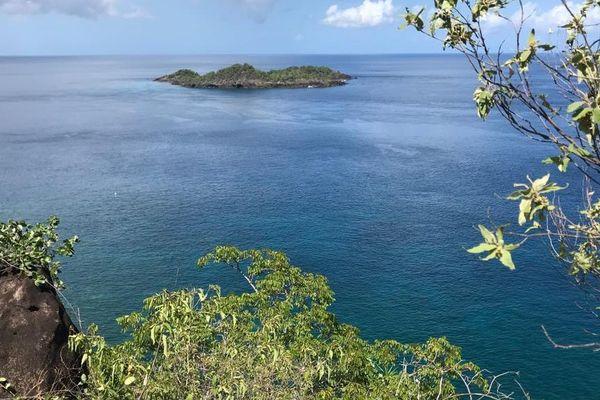 Point de vue Maritime îlet Pigeon depuis la trace du Petit Malendure