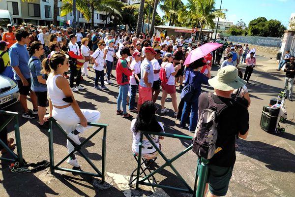 La manifestation devant le lycée Leconte de Lisle