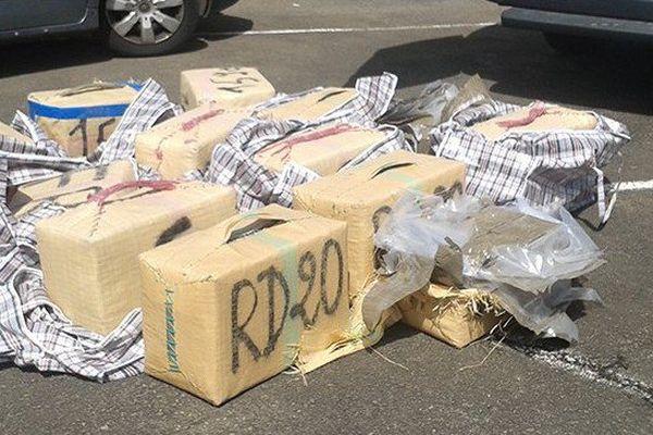 404 kg de résine de cannabis saisis dans une voiture importée en Martinique