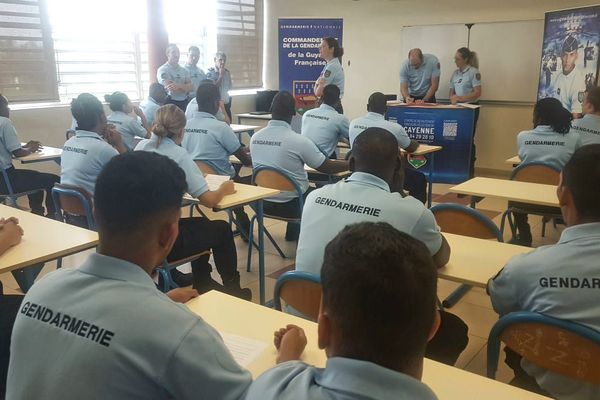 Des élèves gendarmes ont signé leurs contrats de formation
