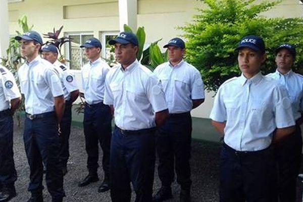 Les six futurs gendarmes à la cérémonie de remise de leur décoration