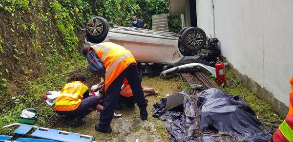 La voiture a fait un plongeon dans un fossé de 15 mètres - 21/08/2021