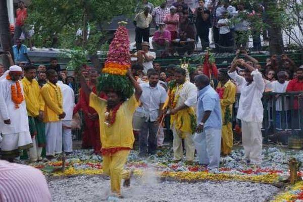 Marche sur le feu cérémonie tamoul 07