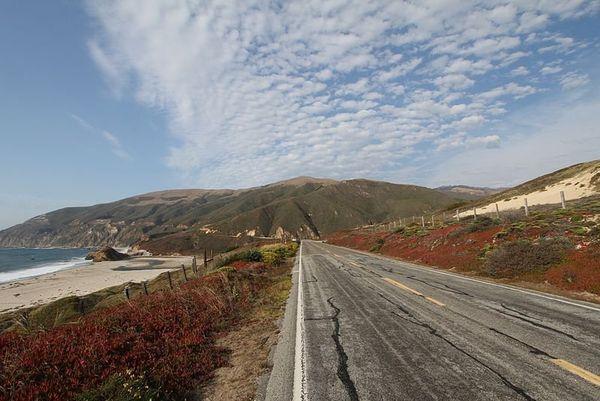 La highway 1 longe les cotes californiennes sur plus de 1000 km