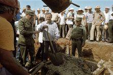 Fidel Castro avec Nicolaï Ryjkov, ancien chef de gouvernement de l'Union Soviétique en 1985. à l'occasion du démarrage d'un chantier d'une usine de nickel à Cuba.