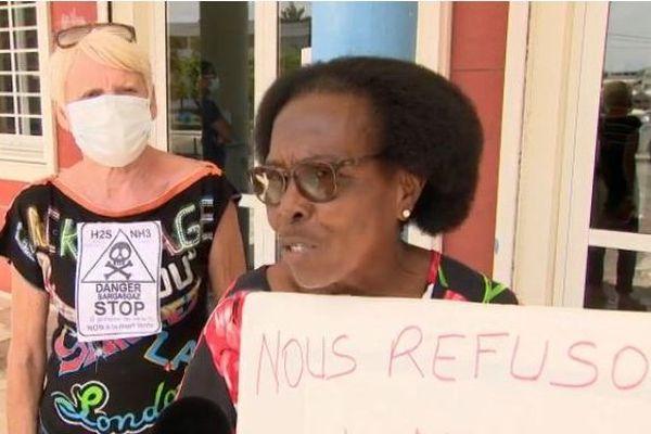 Manif anti-sargasses à Sainte-Anne