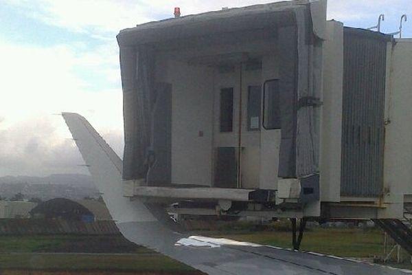 Avion endommagé à Aimé Césaire