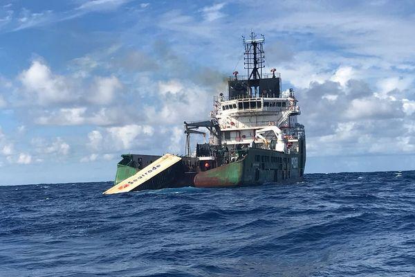 Kea Trader: récupération du conteneur réfrigérant qui flottait en mer, mars 2018