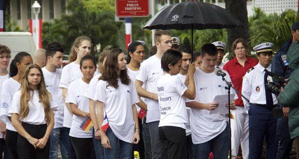 L'hommage des jeunes aux poilus tahitiens