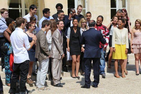Le chef de l'Etat s'est attardé pour discuter et faire sourire les lycéens