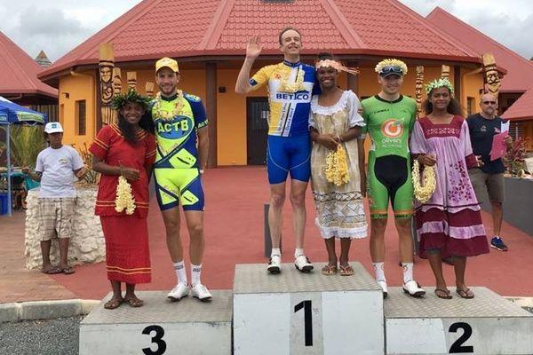 Rowlands au sommet du podium de l'étape devant Bolton et Urbain.