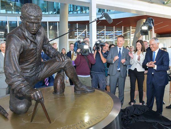 Inauguration d'une statue de Matthew Flinders à Adelaïde.