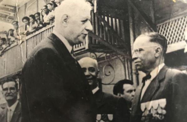 Gaston Saint-Julien lors de la visite du Gnl de Gaulle en 1958