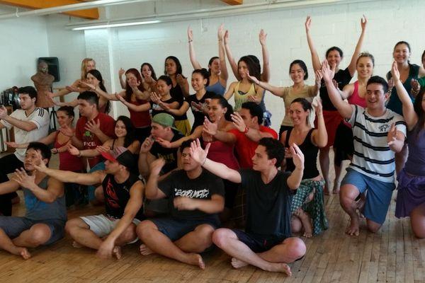 """Les """"Tamarii no Tahiti"""", étudiants à Montréal, pendant la répétition générale"""