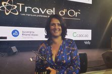 Susan Soba directrice de l'IRT avec le trophée remis hier soir à Paris