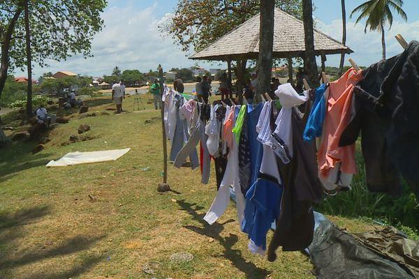 Des camps sommaires de réfugiés à Cayenne