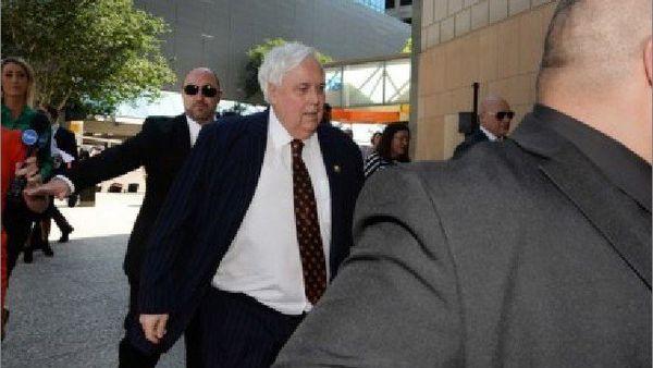 Clive Palmer à son arrivée au tribunal de Brisbane