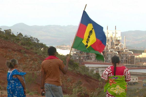 Collectif Usine du Sud, drapeau kanaky indépendantiste belvédère de Goro, 26 janvier 2021