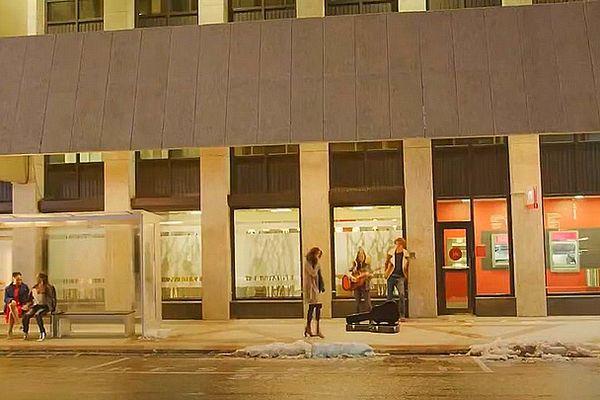 Rue de Port Louis transformée en rue de New-York avec de la neige pour un film