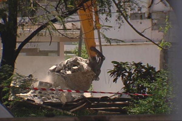 L'ancien hôpital de Mamao en cours de démolition