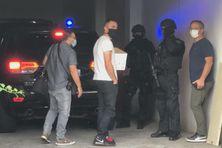 En garde à vue à Malartic depuis le début de semaine, Jean Danio et Steven Morby ont été conduits par les hommes du RAID au palais de justice de Champ Fleuri ce mercredi matin