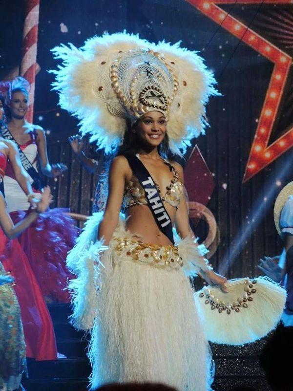Hinarere Taputu Miss Tahiti 2014, en tenue traditionnelle - Election Miss France 2015