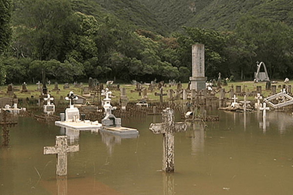 Le cimetière de Thio inondé en 2013