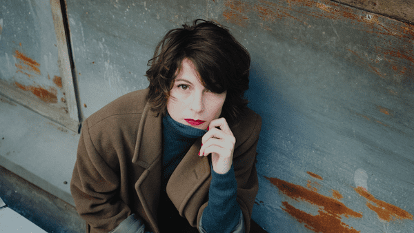 L'artiste propose une musique qualifiée de nouvelle chanson française