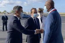 Première poignée de main des ministres avec les élus de Mayotte.