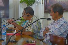 Le Président Fritch entouré de Yolande Vernaudon et de Joël Allain.