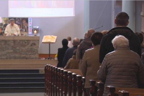 Messe de la Toussaint en la cathédrale de Saint-Pierre
