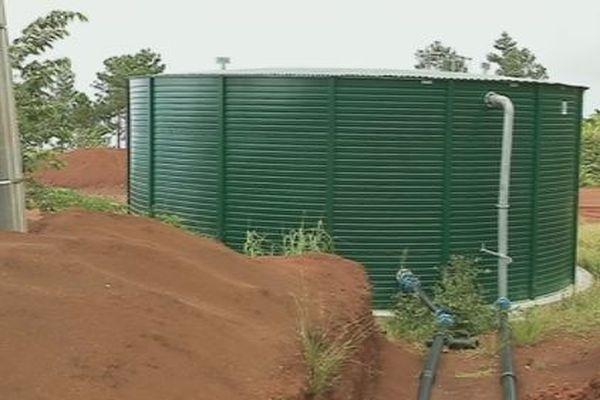 cuve d'eau à Sisia