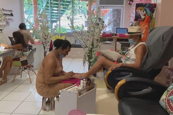 manucure et massages pour les matahiapo