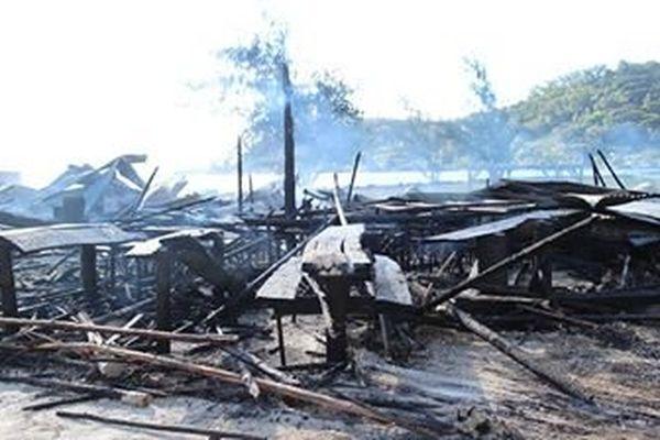 six baraques foraines ravagées par les flammes