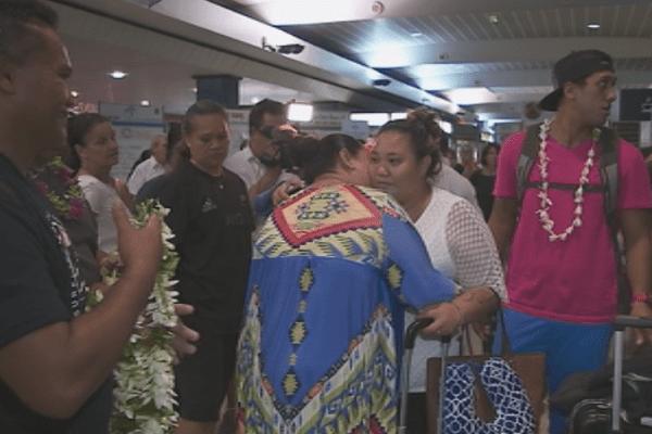 Arrivée des polynésiens coincés à LAX