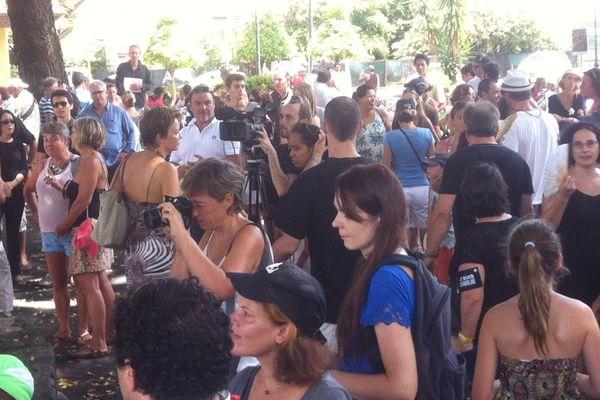 Le rassemblement Place Tarahoi de soutien aux victimes des attentats en France a rassemblé environ 500 personnes selon la police ce matin.
