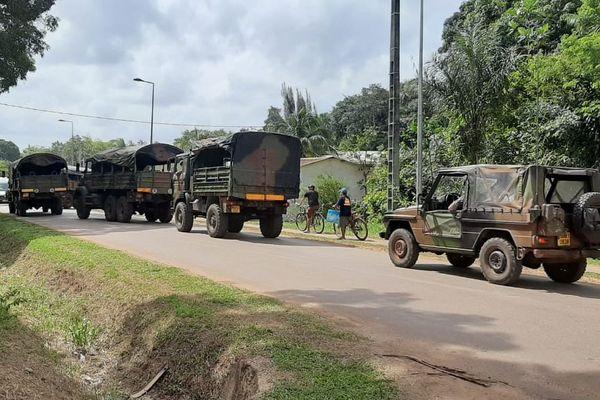 Des camions militaires arrivent à Saint-Georges