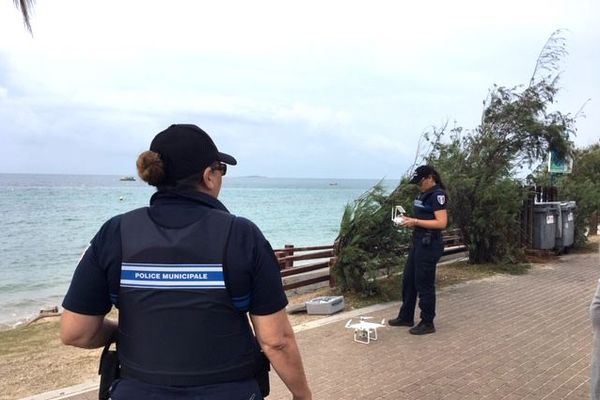Agents de la police municipale à L'Anse-vata.
