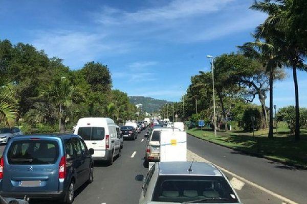 Embouteillages du lundi matin sur Saint-Denis