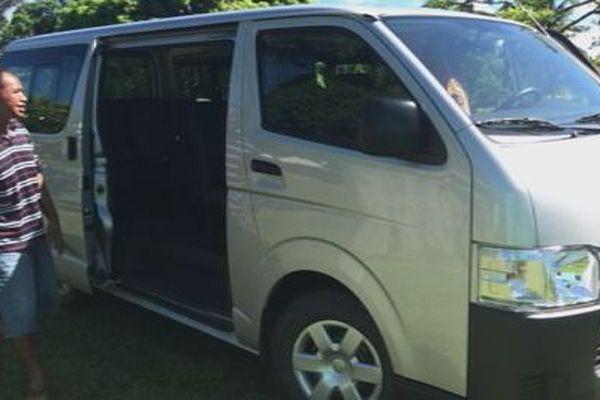 un nouveau minibus pour le transport des personnes handicapées