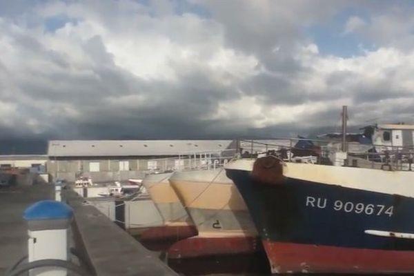 Temps nuageux sur le port de la Pointe-des-Galets