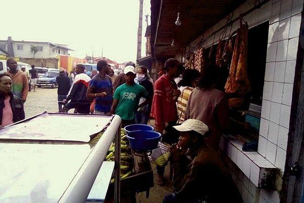 confinement impossible dans les quartiers populaires de Tana