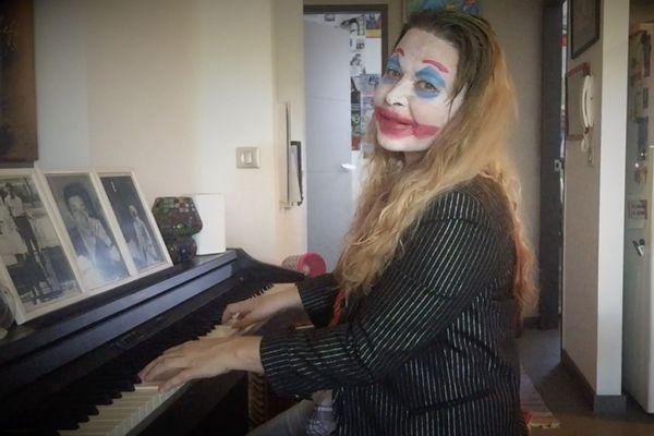 Julie au piano