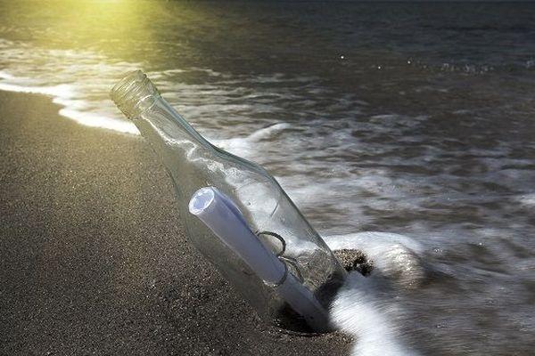 Une bouteille jetée à la mer retrouvée 50 ans plus tard en Australie
