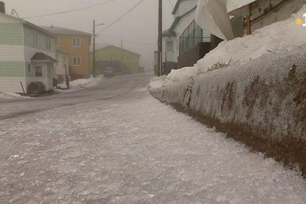 Verglas : l'archipel de Saint-Pierre et Miquelon au ralenti