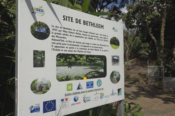 Ilet Bethléem Saint-Benoit galets sur le sentier travaux 300818
