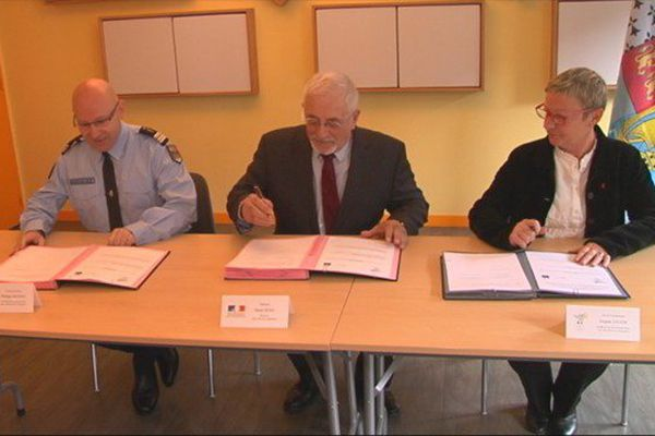 Signature du protocole entre la gendarmerie et l'Education nationale
