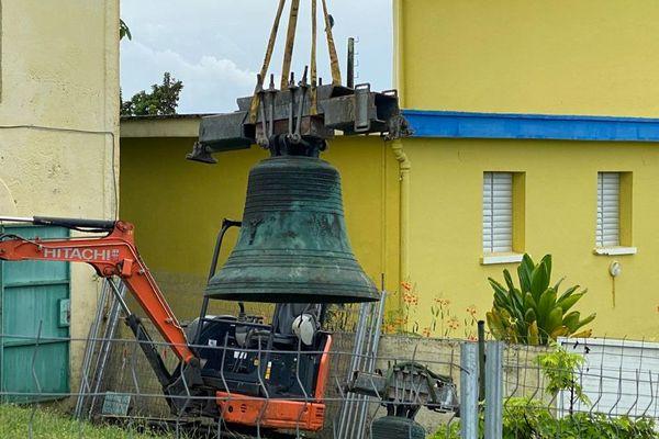 Déplacement des cloches, afin de restaurer leur cocon, le clocher de l'église de Notre-Dame de Bon-Port